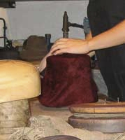 Fabrication chapeau Le foulage