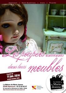 poupées dans leur meuble